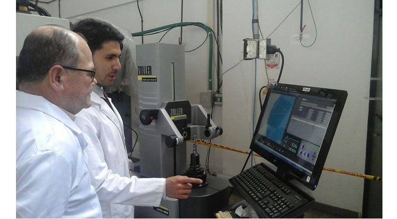Mecanizado y transporte de materiales, implantes dentales con aleación de titanio a partir de micromaquinado