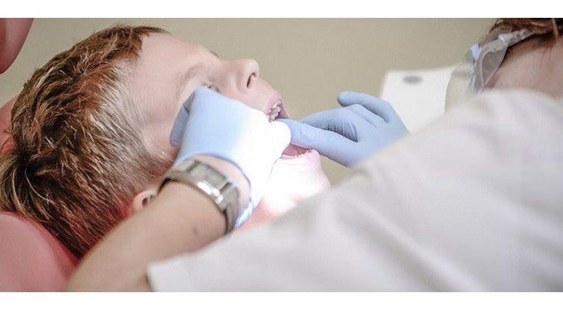 Padres no llevan a sus hijos al dentista cuando deberían: encuesta