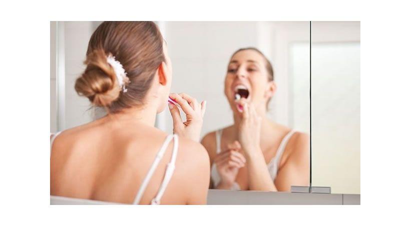 Un estudio revela que el cuidado de las encías previene de la cirrosis