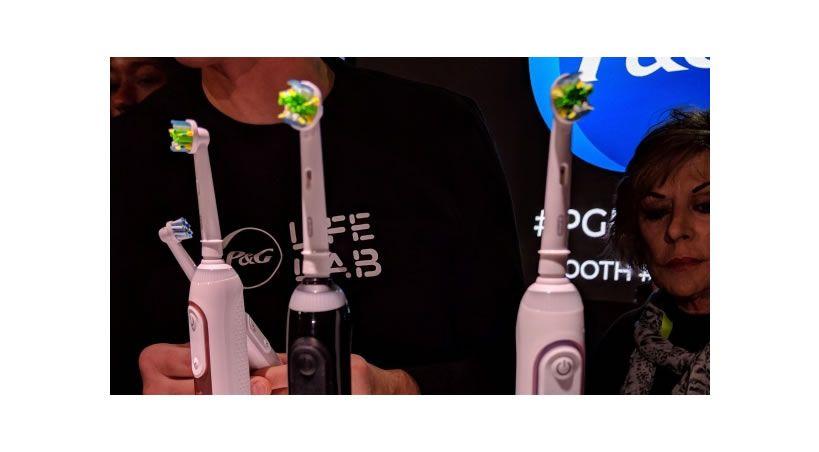 Crean un cepillo de dientes con inteligencia artificial que te dice dónde y cómo debes limpiarte