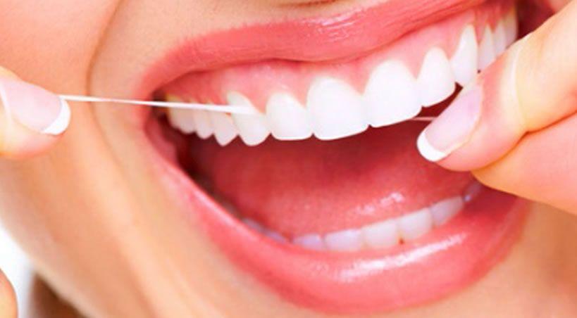 El hilo dental no previene el Alzheimer