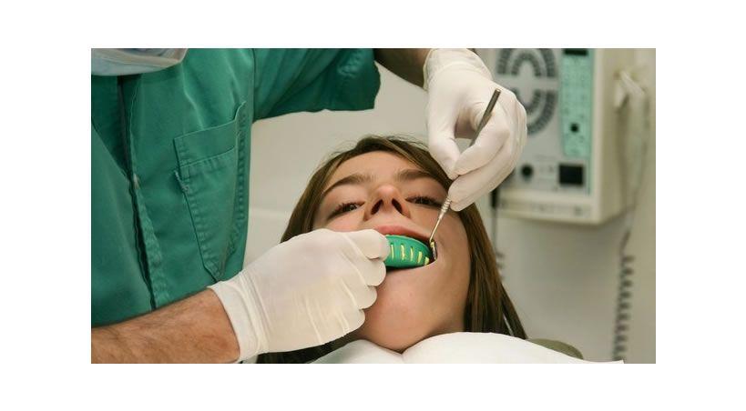 Descubre los motivos por los que te da terror ir al dentista (y supéralos)