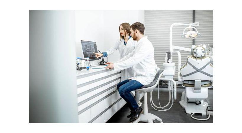 Odontología, una de las profesiones que arrasarán en 2025