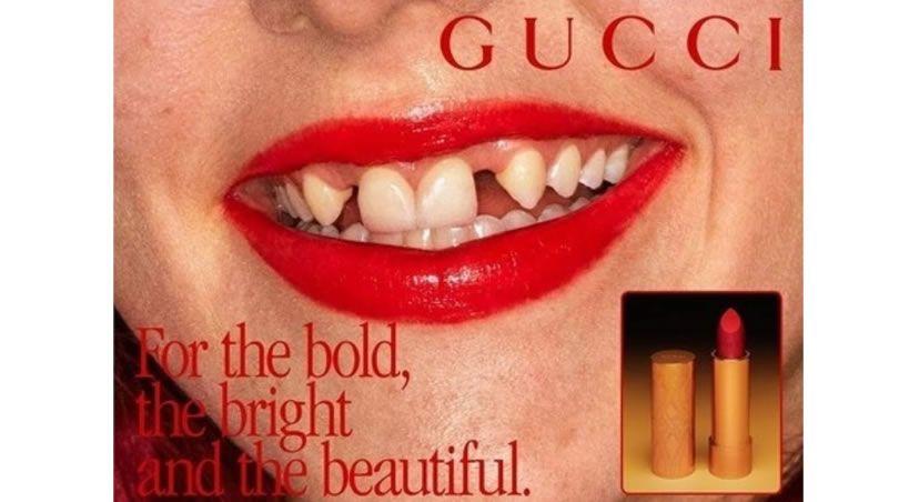Gucci elige bocas y dientes reales para anunciar sus pintalabios