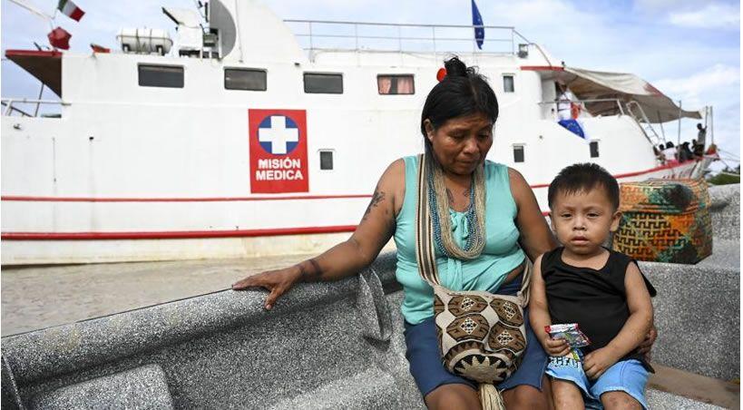 Un hospital flotante desafía las aguas turbulentas del litoral Pacífico colombiano