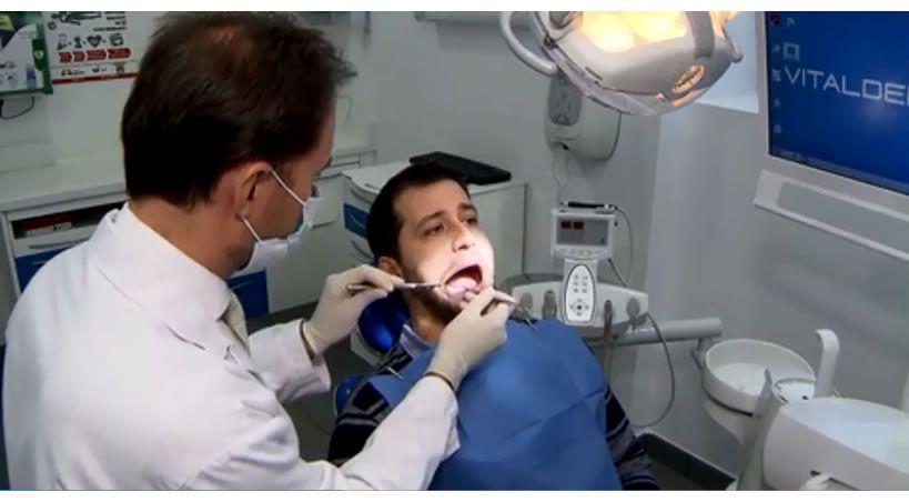 La odontología microgenética previene enfermedades como la gingivitis