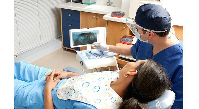 Odontólogos colombianos molestos por exigencias absurdas para trabajar