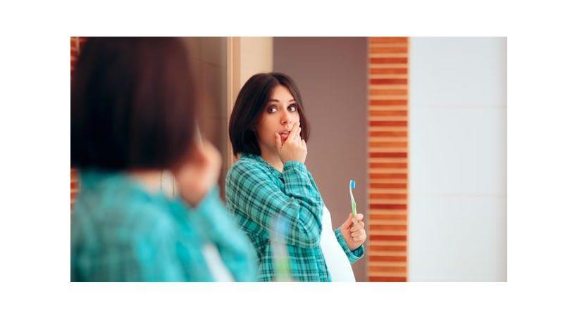 Dos de cada tres embarazadas desarrollan gingivitis gestacional, según un estudio