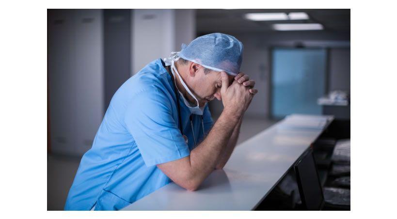 Sin salarios, desprotegidos y a su suerte: El duro retrato del personal en salud en medio de la pandemia